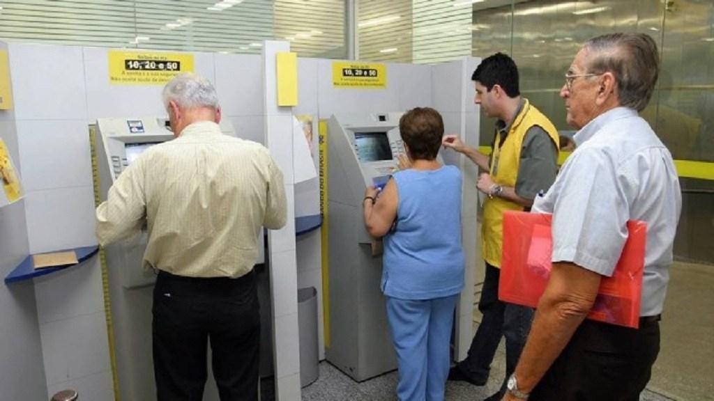 Imagem de Aposentados e pensionistas receberão primeira parcela do 13º em agosto