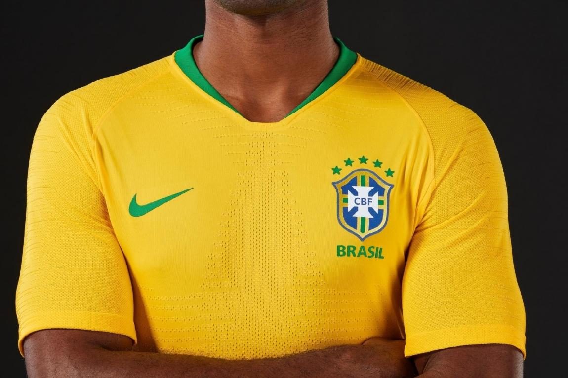 Imagem de Brasileiro tem que trabalhar 48 horas para conseguir comprar camisa da Seleção